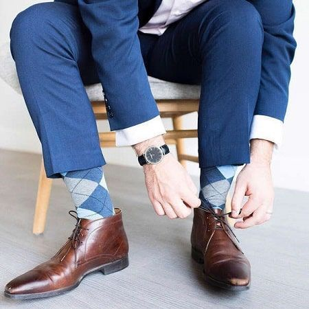 Hombre calcetines rombos